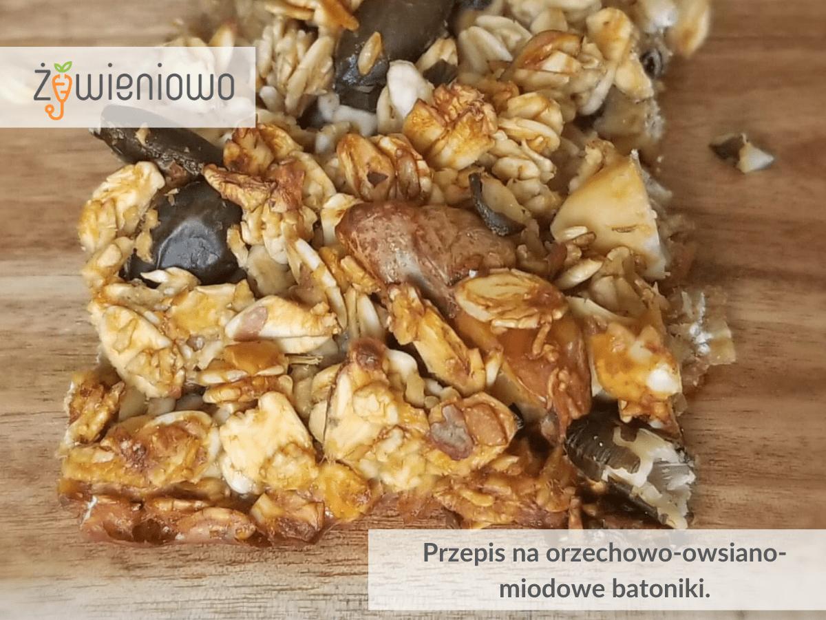 Orzechowo-owsiano-miodowe batoniki.