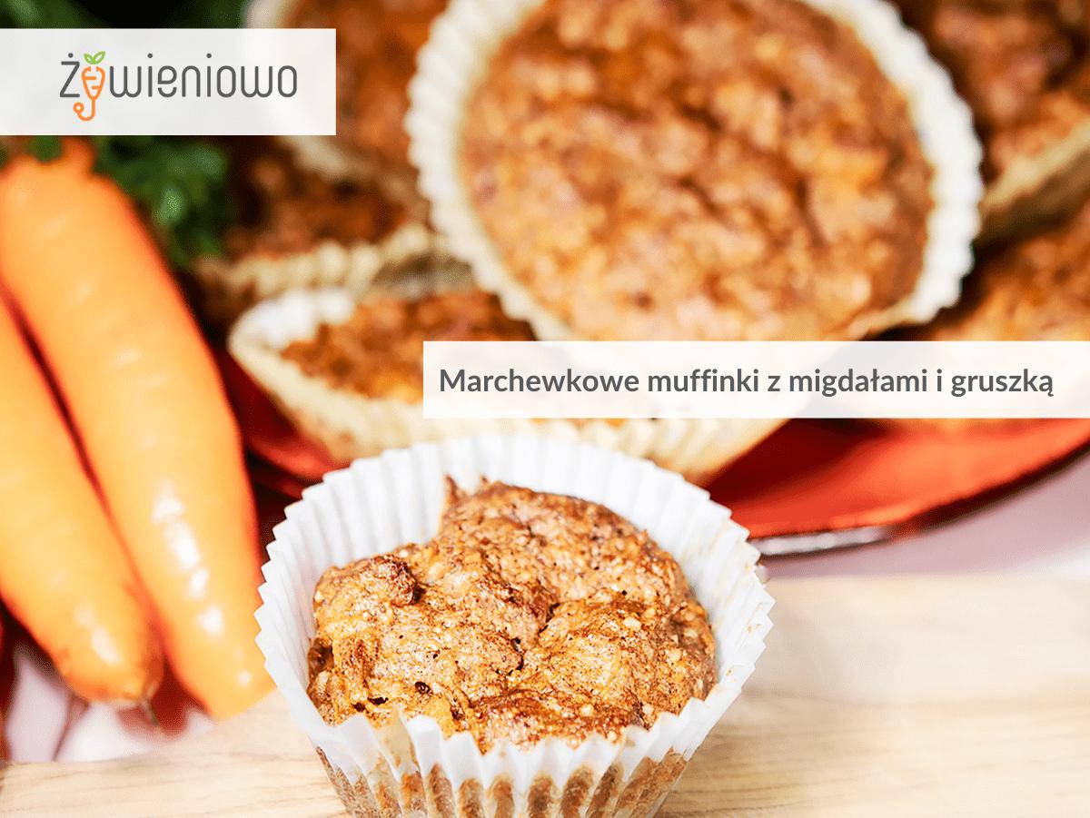 Marchewkowe muffinki zmigdałami igruszką