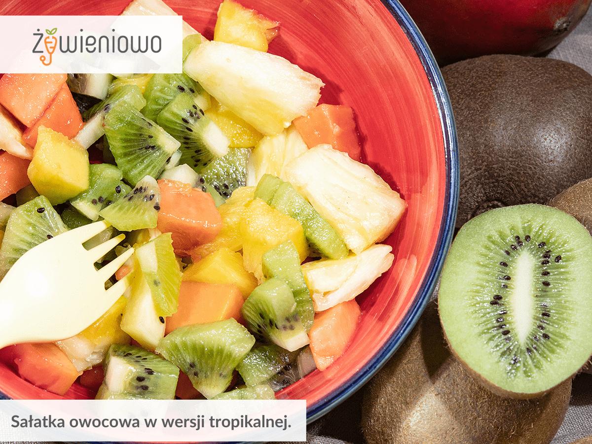 Sałatka owocowa wwersji tropikalnej.